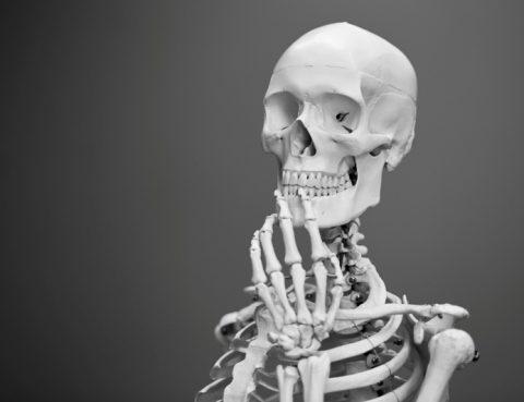 crujir huesos