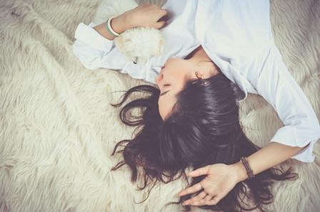 La alimentación y el sueño tienen una estrecha relación. Conocer los alimentos que influyen en el sueño nos puede ayudar a tener un descanso de calidad.