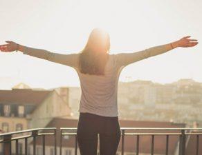 La vitamina D se obtiene de la exposición solar. Durante el confinamiento el acceso a los rayos solares puede ser limitado.
